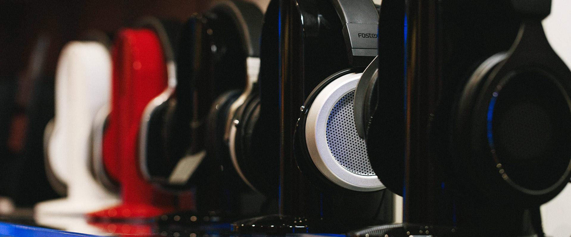Headphones & Earphones   Unilet Sound & Vision